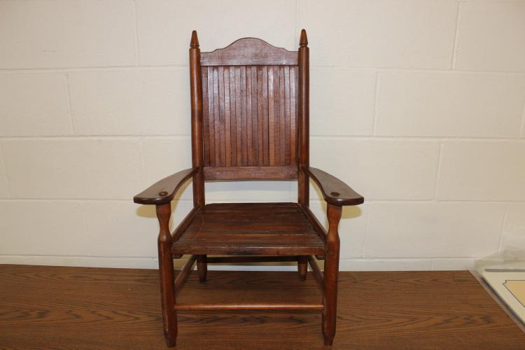 NICE ASH AND OAK CHILD'S STRAIGHT CHAIR WITH SLAT BACK AND SEAT - EXC .COND