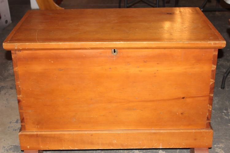 EARLY HONEY PINE LIFT TOP BLANKET CHEST - VERY GOOD CONDITION 40.5 X 23.5 X 29