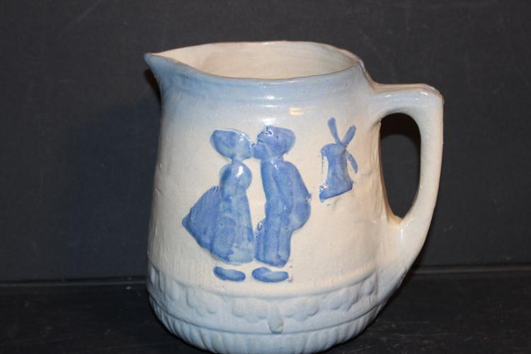 LOVELY2 TONE SALT GLAZED STONEWARE POTBELLY PITCHER - EXC .COND 6.5