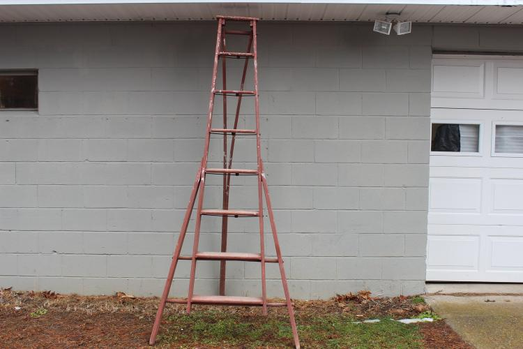 VERY EARLY APPLE PICKING LADDER IN OLD RED PAINT - VERY GOOD CONDITION 99