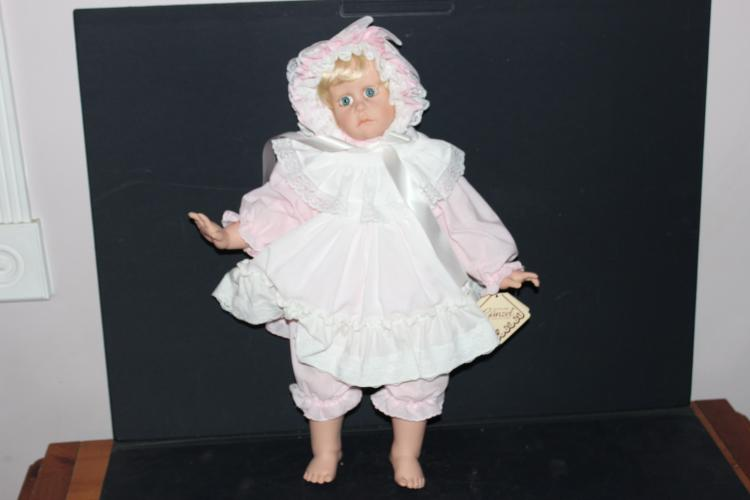 HILDEGARD GUNZEL COLLECTION - BABSI - GERMAN-MADE LIMITED EDITION VINYL DOLL WITH CERTIFICATE OF AUTHENTICITY