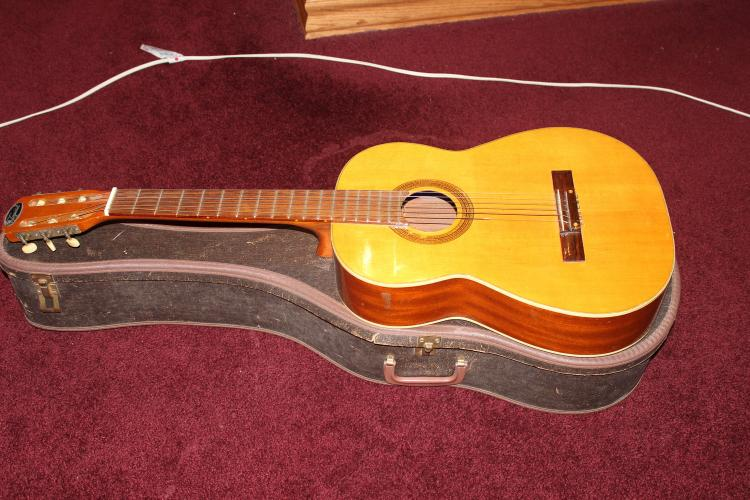 IMPERIAL GUITAR W/ CASE - 6 STRING