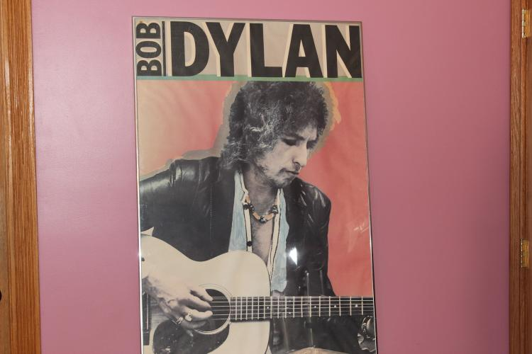 SUPER ARTIST DESIGNED 70'S POSTER OF BOB DYLAN 44