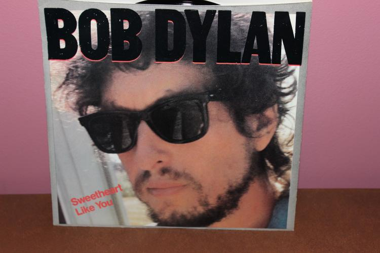1983 BOB DYLAN – COLUMBIA RECORDS 45 RPM.  UNION SUNDOWN – SWEETHEART , LIKE YOU NEAR MINT