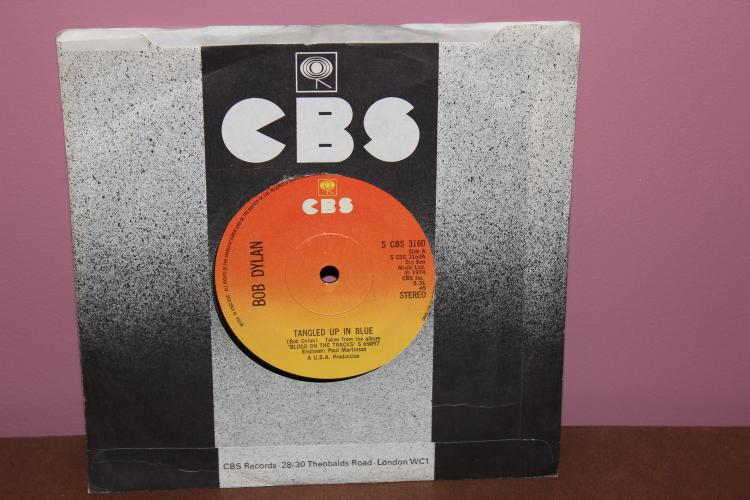 BOB DYLAN TANGLED UP IN BLUE- IF YOU SEE HER SAY HELLO – MADE IN ENGLAND S-CBS 3160