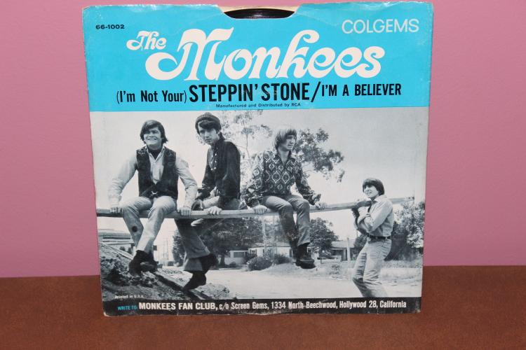THE MONKEES FEATURING DAVY JONES – COLGEMS RECORDS  - I'M A BELIEVER / I'M NOT YOUR STEPPIN STONE – ORIGINAL RELEASE NEAR MINT