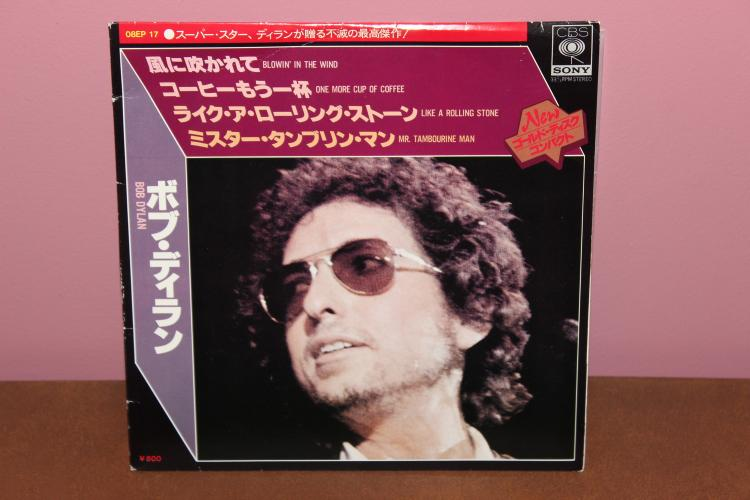 33 1/3 RPM – 4 SONGS – BOB DYLAN RECORDED IN TOKYO JAPAN- CBS – SONY 1976 NEAR MINT CARDBOARD COVER SLEEVE