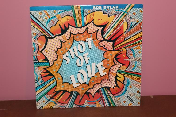 BOB DYLAN – SHOT OF LOVE – GREAT LOOKING COVER – 1981 COLUMBIA RECORDS AL 37496 MINT