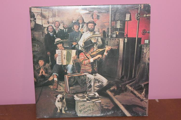 1975 BOB DYLAN AND THE BAND PERFORM THE BASEMENT TAPES – COLUMBIA RECORDS C233682 GATE FOLD ALBUM – COVER NEAR MINT 2 RECORD SET