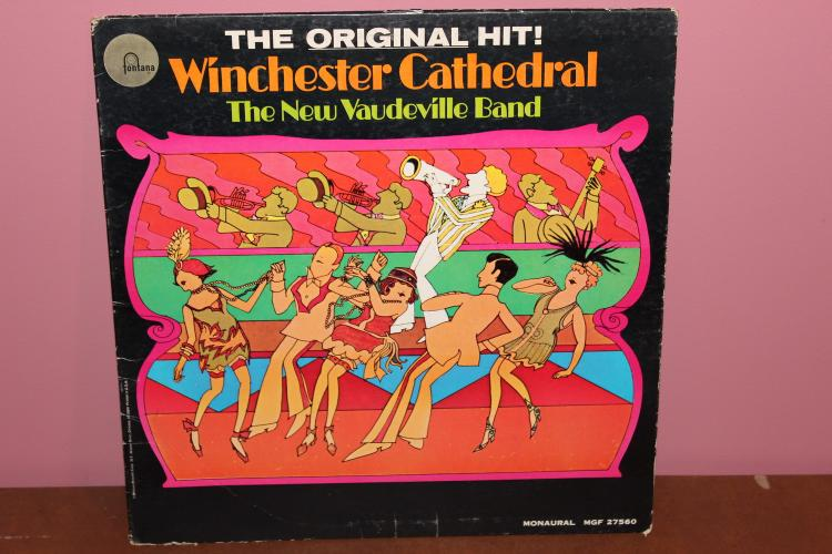 WINCHESTER CATHEDRAL – THE NEW VAUDEVILLE BAND – FONTANA RECORDS- GOOD CONDITION – SOME WARE SIGNS