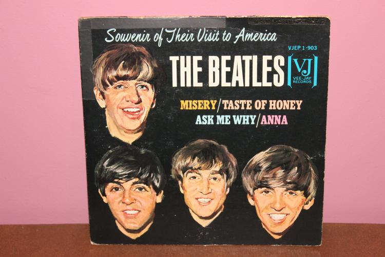 THE BEATLES SOVENIR OF THEIR  VISIT TO AMERICA -V.J. RECORDS V.JEP 1- 903 COVER – NOT PERFECT – VINYL NEAR MINT