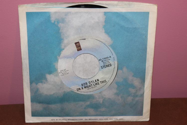 DYLAN – 1974 ASYLUM 45s RECORDS 1974 # 11033A LIKE NEW – ON A NIGHT LIKE THIS