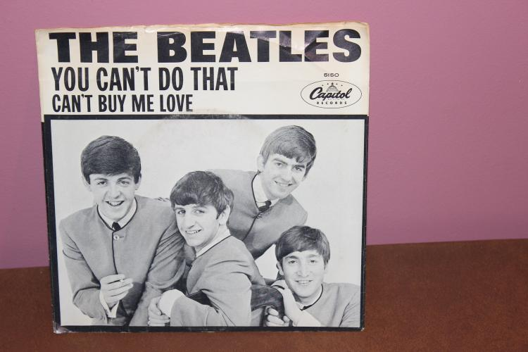 BEATLES CAN'T BUY ME LOVE – CAPITAL RECORDS 5150 RECORDED IN U.K. NEAR MINT