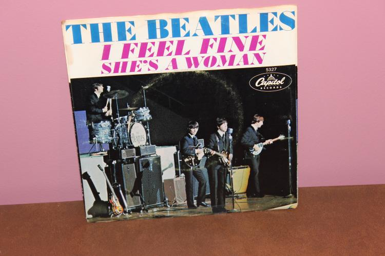 BEATLES I FEEL FINE – CAPITAL 5327 RECORDED IN U.K.