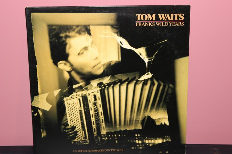 TOM WAITS – FRANKS WILD YEARS SUPER FOLDER ALBUM – ISLAND RECORDS 1987 NEAR MINT
