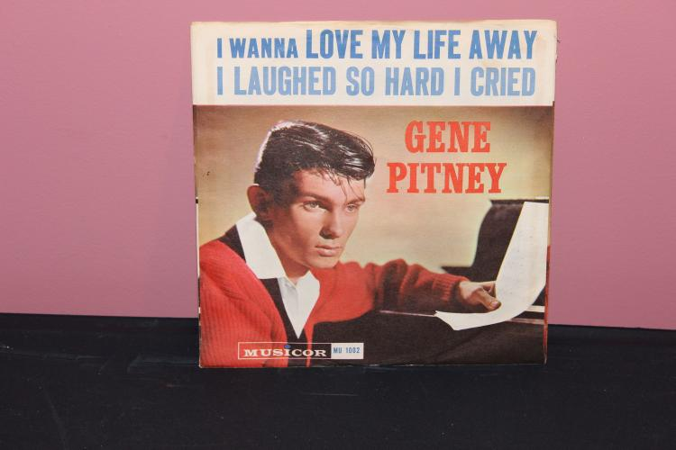 ORIGINAL GENE PITNEY – LOVE MY LIFE AWAY NEAR MINT PHOTO SLEEVE