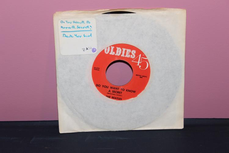 BEATLES – DO YOU WANT TO KNOW A SECRET OLDIES 149 NEAR MINT
