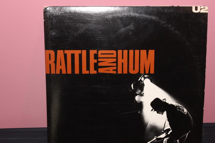 U2 BATTLE AND HUM DOUBLE ALBUM WIT B.B. KING 1988 WITH STAR SPANGLED BANNER PERFORMED BY JIM HENDRIX 1969 NEAR MINT