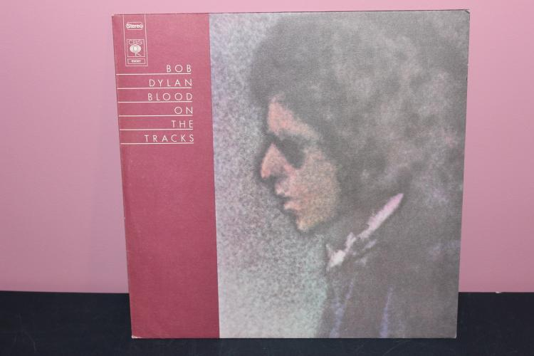 1974 DYLAN BLOOD ON THE TRACKS - MADE IN CANADA - NEAR MINT - COLUMBIA - PC33235