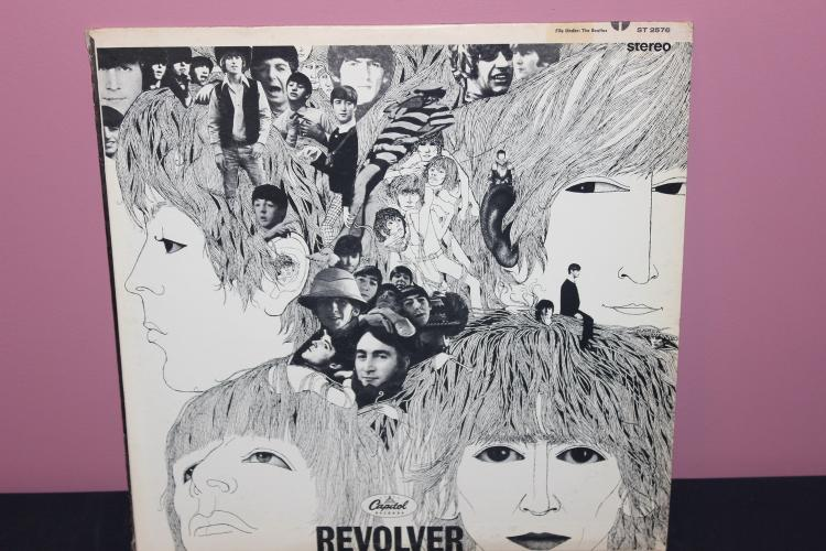 REVOLVER - BEATLES - CAPITAL ST2576 - RECORDED IN ENGLAND - LIKE NEW LP