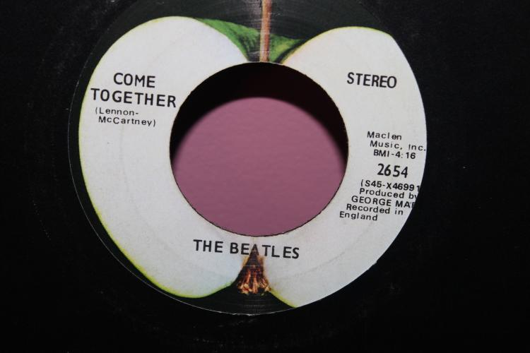 BEATLES ON APPLE RECORDS 2654 MACLEN MUSIC INC. BMI HIGHLY COLLECTABLE AS SHOWN IN PHOTO – NOT CUT PROPERLY. RECORD NEAR MINT