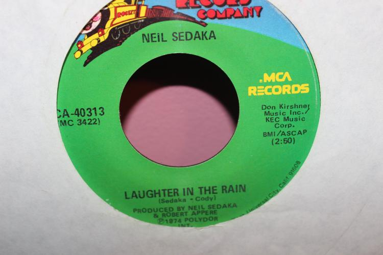 LAUGHTER IN RAIN NEIL SEDKA ROCKET MCA RECORDS GOOD COND.