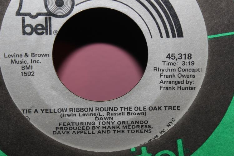 TIE A YELLOW RIBBON AROUND THE OLE OAK TREE TONY ORLANDO AND DAWN 1973 BELL 1592