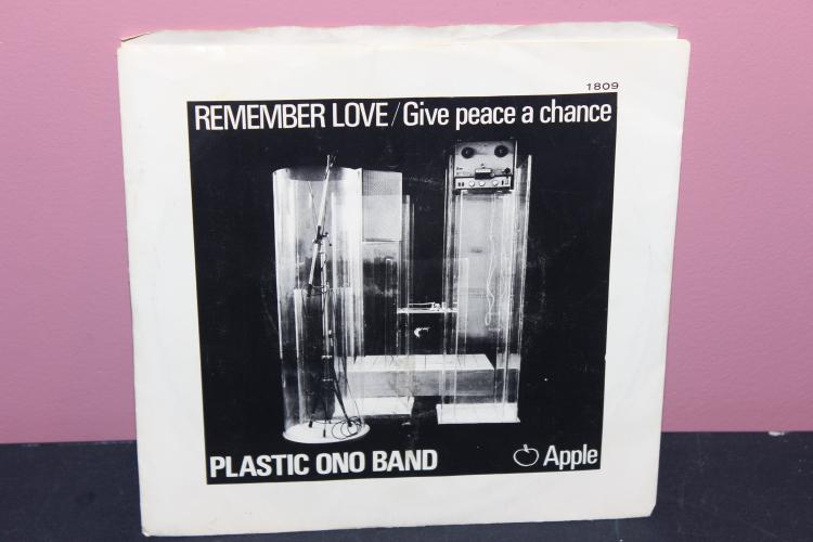 4 PLASTIC ONO BAND 9 REMEMBER LOVE 5 APPLE RECRDS 1809 RECORDED IN ENGLAND VERY GOOD COND.