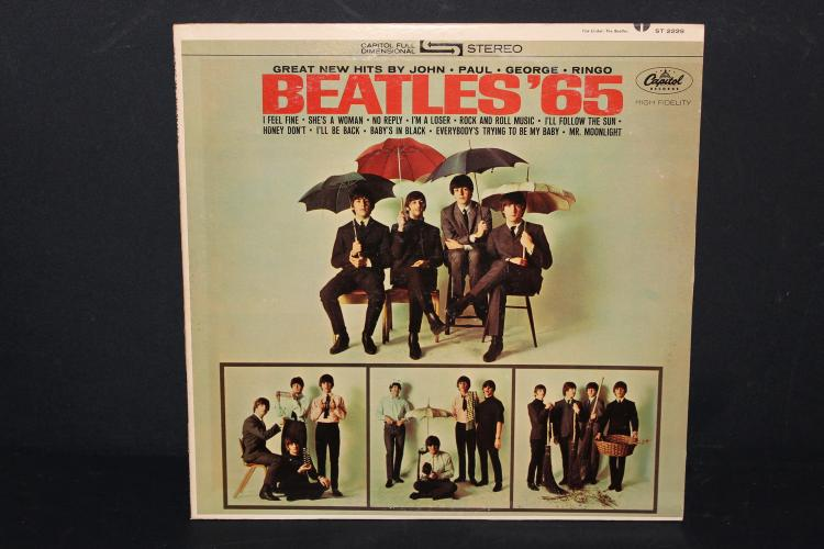 THE BEATLES 1154000 RECORDED IN ENGLAND 1968 WITH 2 L.P. RECORD SET SIDE 4 HAS VISABLE SCRATCH BUT PLAYS WELL OTHER 3 LIKE NEW – 4 8x10 PHOTOS PLUS PHOTO POSTER WITH LYRICS ON BACK