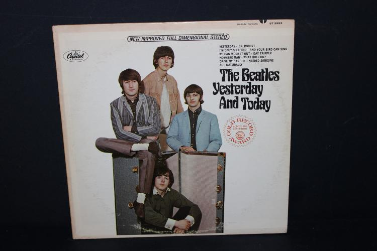 BEATLES YESTERDAY AND TODAY CAPITAL RECORDS LIKE NEW