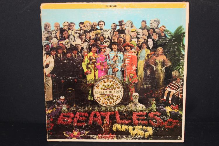 BEATLES ST. PEPPERS LONELY HEARTS CLUB BAND GATEFOLD ST. PEPPER PULL OUT #2653 LIKE NEW