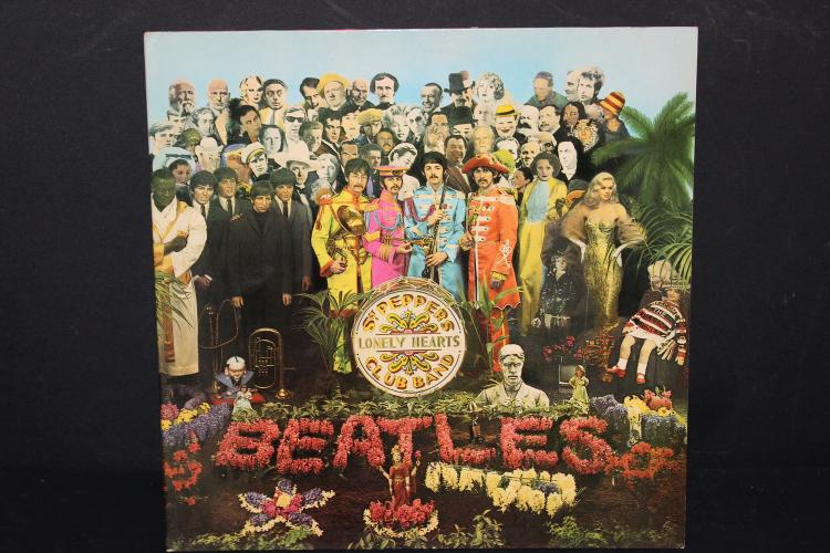 BEATLES ST. PEPPERS LONELY HEARTS CLUB BAND GATEFOLD PULL OUT ST. PEPPER 1967 GREAT BRITIAN LIKE NEW