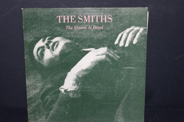 THE SMITHS – THE QUEEN IS DEAD – SIRE RECORDS 25426 1986 LIKE NEW