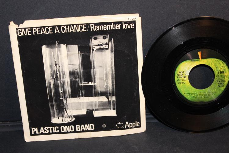 PLASTIC ONO BAND APPLE RECORDS RECORDED IN ENGLAND NEAR MINT
