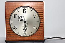 SETH THOMAS ELECTRIC CLOCK WORKS FINE IN WOOD CASE