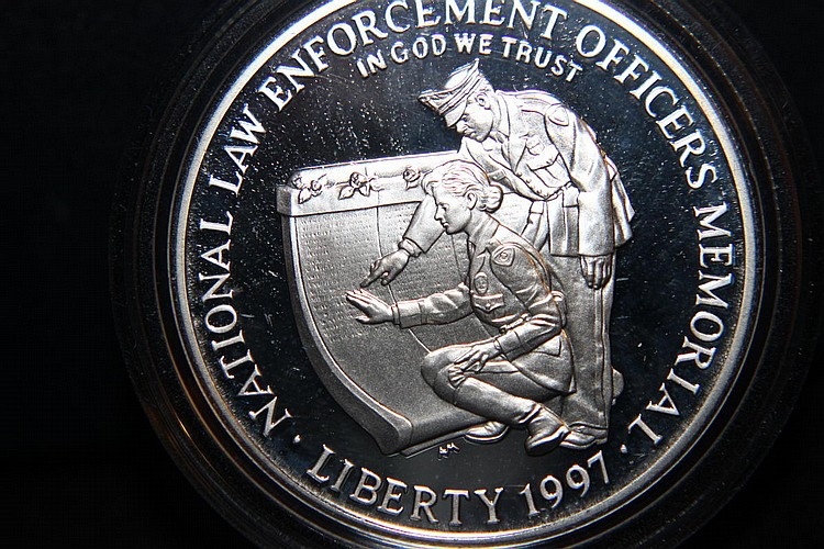 1997 NATIONAL LAW ENFORCEMENT OFFICERS MEMORIAL COMMEMORATIVE COIN PROOF SILVER DOLLAR 90%