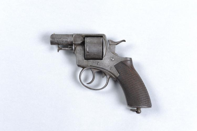 WEBLEY & SCOTT A .450 REVOLVER, NO. 5428 2 1/2-inch barrel, solid frame, th