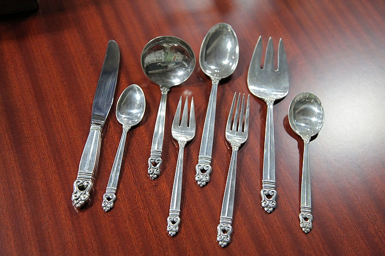 SET OF INTERNATIONAL STERLING SILVER FLATWARE.