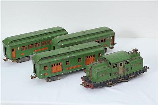 FOUR PIECE LIONEL TRAIN SET. Circa 1920's, Standard gauge. # 318 Locomaotive. 11 1/2