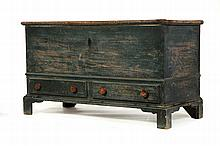 CHIPPENDALE BLANKET CHEST.