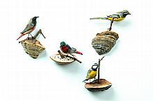 FOUR FOLK ART BIRD CARVINGS.