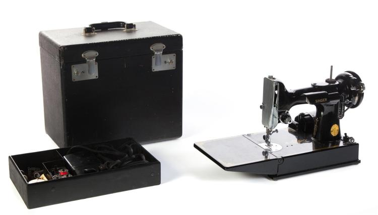 SINGER MANUFACTURING COMPANY FEATHERWEIGHT SEWING MACHINE.