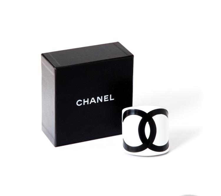 CLASSIC FRENCH CHANEL BLACK & WHITE RESIN CUFF BRACELET, INTERLOCKING