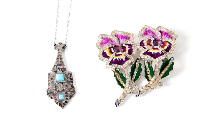 DUETTE PANSY BROOCH AND ART DECO-STYLE NECKLACE.
