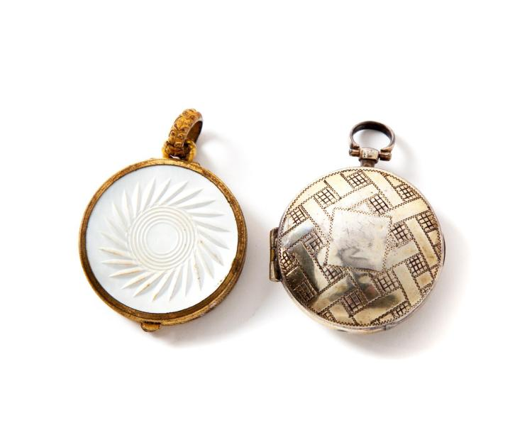TWO CIRCULAR VINAIGRETTES/LOCKETS.