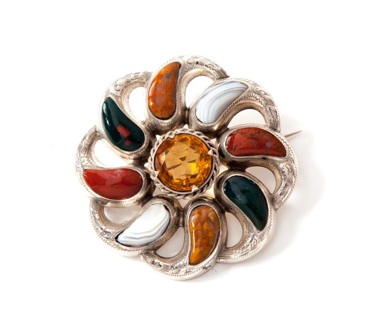 SILVER AND MULTICOLOR AGATE BROOCH.
