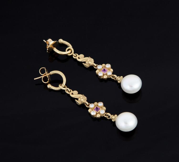 18K GOLD AND PEARL DROP EARRINGS.