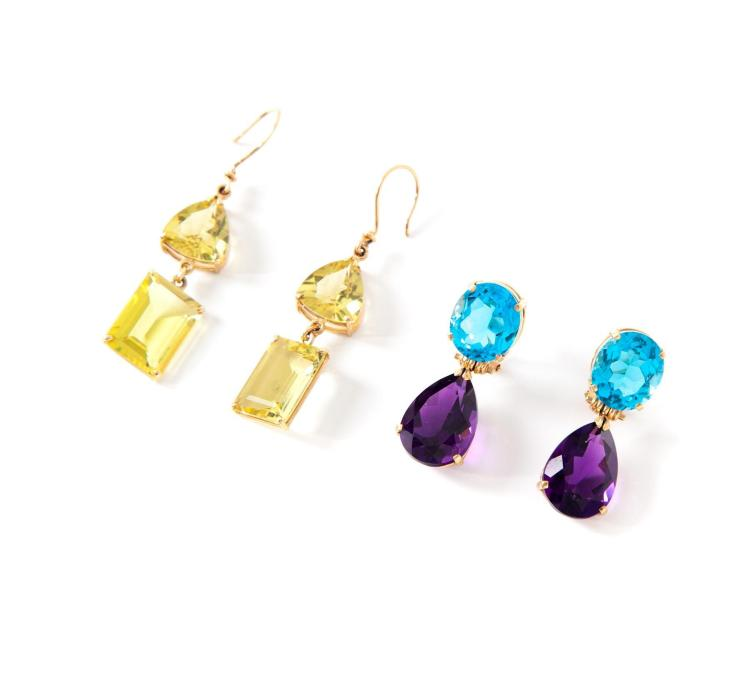 TWO PAIRS OF GOLD AND MULTICOLOR GEMSTONE EARRINGS.