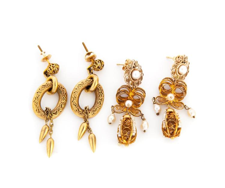 TWO PAIRS OF VICTORIAN GOLD EARRINGS.