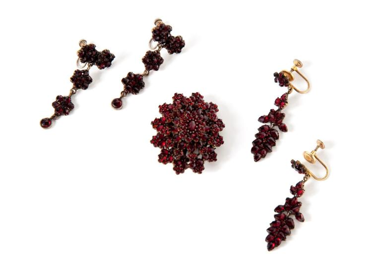 GROUP OF VICTORIAN BOHEMIAN GARNET JEWELRY.